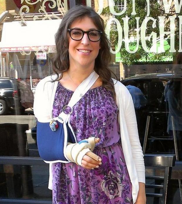 Hand Bialik Mayim Injured